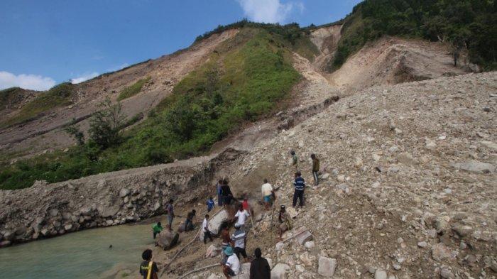 Memilukan, Pekerja Tambang Hilang, Terseret Longsor ke Danau Toba