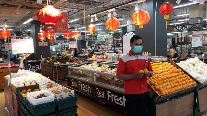 Jelang Imlek, Permintaan Kebutuhan Naik 10 Persen di Pasar Modern