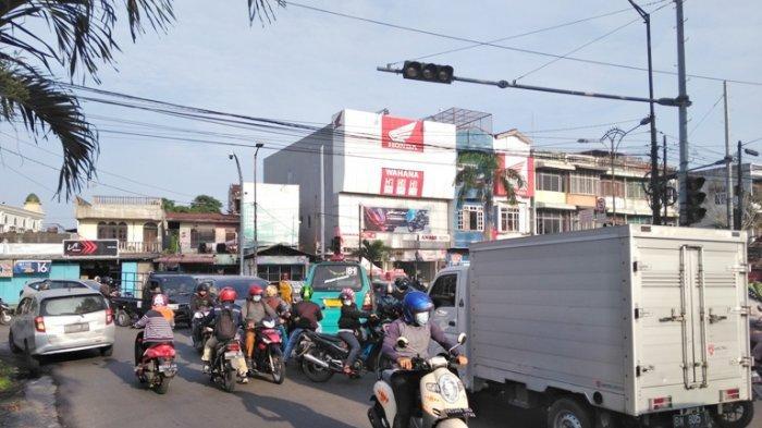 Lampu Rambu Lalu Lintas Padam, Pengendara Saling Maki dan Nyaris Adu Fisik di Jalanan