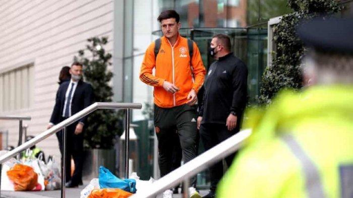 Pemain Man United meninggalkan Stadion Old Trafford setelah laga MAn United vs Liverpool ditunda