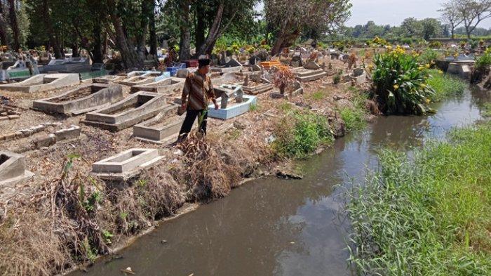 Puluhan Makam Hilang di Deliserdang Akibat Tali Air Tergerus