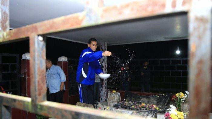 JR Tabur Bunga dan Berdoa ke Makam Raja-Raja