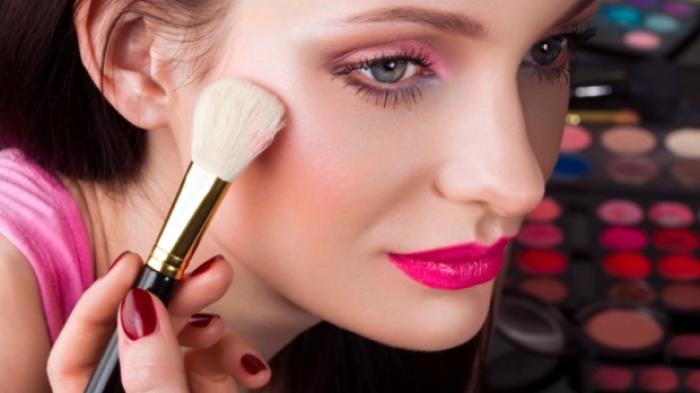 Penumpukan Make Up Bisa Picu Masalah Serius Di Wajah