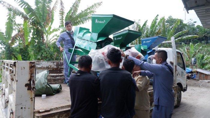 Dukung Pertanian Jagung Kabupaten Toba, Inalum Serahkan Lima Unit Mesin Pemipil Jagung