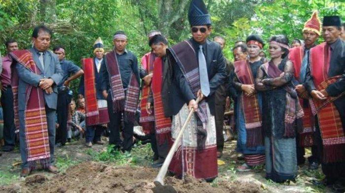 TRIBUN-MEDAN-WIKI: Tradisi Mangokal Holi di Sumatera Utara