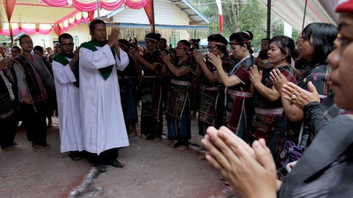 Bupati Poltak Sitorus Wajibkan Pesta Adat di Kabupaten Toba Harus Berizin