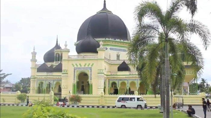 MASJID Azizi, masjid peninggalan Kesultanan Langkat yang berada di Kota Tanjung Pura, Kabupaten Langkat, Rabu (18/3/2020).