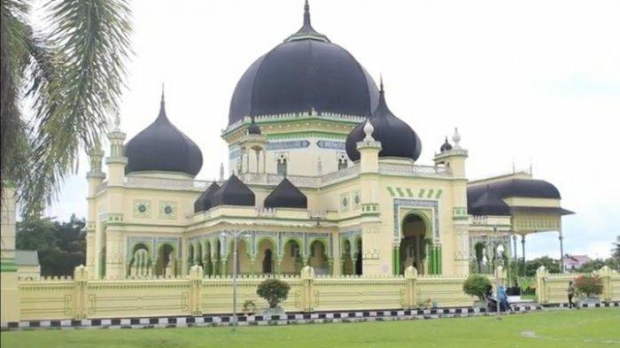 Masjid Azizi yang merupakan masjid peninggalan Kesultanan Langkat di Tanjung Pura, Langkat, Senin (2/3/2020)