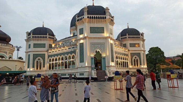 Apa Hukum Meminta Sumbangan Dana Pembangunan Masjid di Jalan Raya Dalam Tinjauan Syariah?