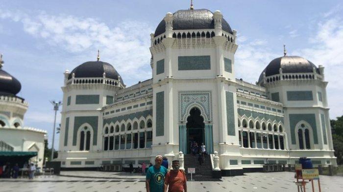 Libur Akhir Pekan, Masjid Raya Medan Ramai Didatangi Pengunjung