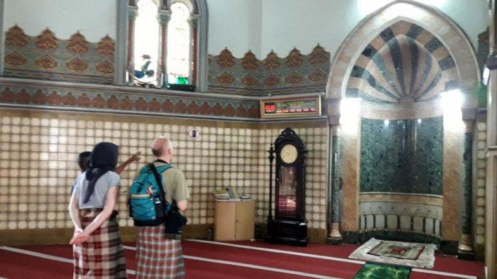 Bercak Hitam di Pilar Masjid Raya Diyakini Sebagai Bayangan Wajah Sultan Ma'moen Al Rasyid