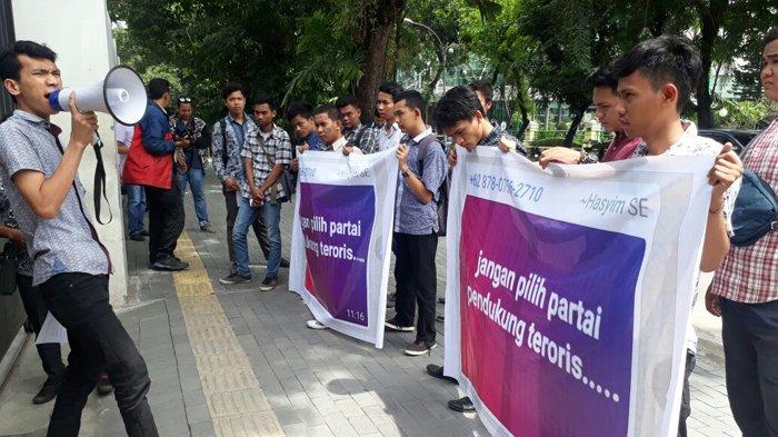 MahasiswaDesak Hasyim Klarifikasi dan Ungkap Soal Partai Pendukung Teroris