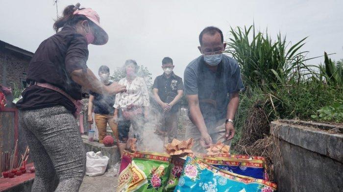 Kisah Di Balik Kertas Replika Dibakar Saat Upacara Cheng Beng