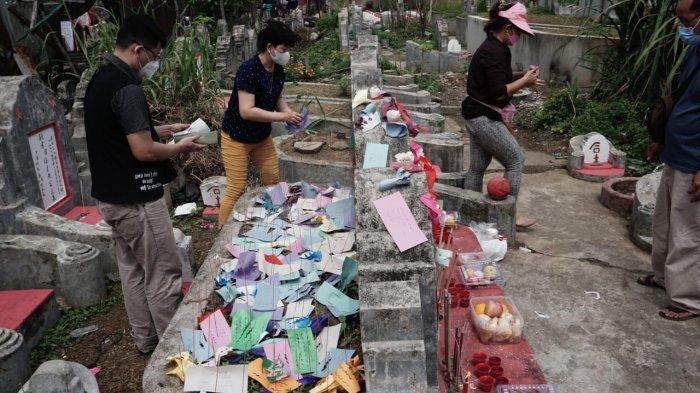 Kisah Dibalik Tradisi Tabur Bunga Kertas Di Masa Cheng Beng, Ini Penjelasan Budayawan