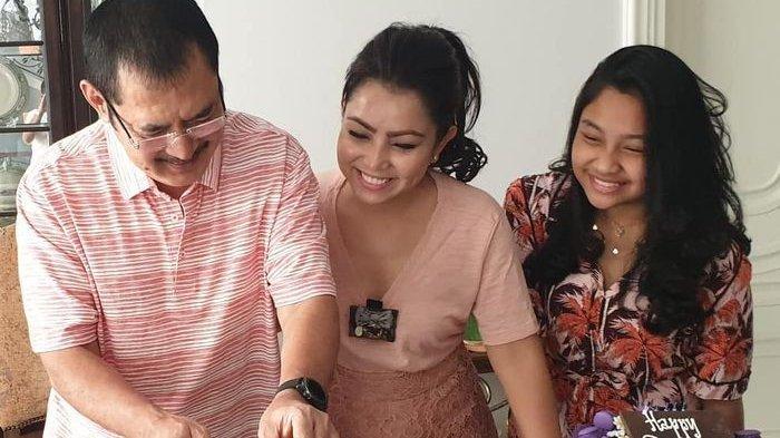Mayangsari dan Bambang rayakan anniversary bersama Khirani