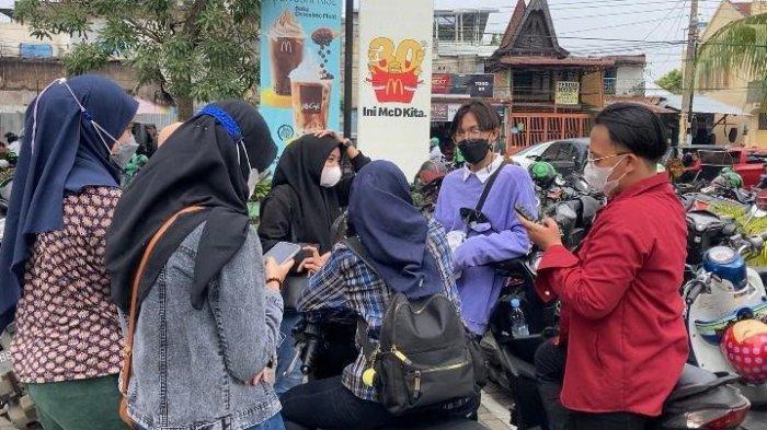 FANS BTS Tak Takut Tertular Covid-19, Kukuh Tunggu McDonald Sampai Malam