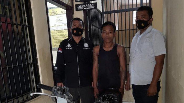 Petugas Polsek Seitualang Raso Tangkap Spesialis Pembobol Rumah Kosong di Kediamannya