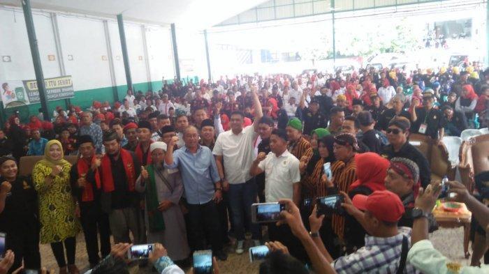Bobby Nasution, Menantu Jokowi Semringah Membaur dengan Ribuan Warga Jawa