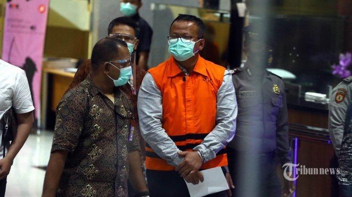 Menteri Kelautan dan Perikanan Edhy Prabowo mengenakan rompi oranye usai menjalani pemeriksaan di gedung KPK, Jakarta, Rabu (25/11/2020). KPK resmi menahan Edhy Prabowo bersama enam orang lainnya terkait Operasi Tangkap Tangan (OTT) dalam kasus dugaan suap proses penetapan ekspor benih lobster. TRIBUNNEWS/IRWAN RISMAWAN (TRIBUN/IRWAN RISMAWAN)