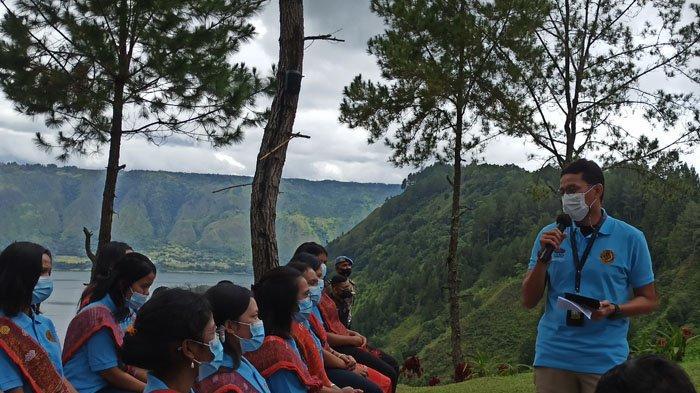 BREAKING NEWS Menteri Sandiaga Uno Berangkatkan Pemuda dari Kawasan Danau Toba Ikuti Diklat di Bali