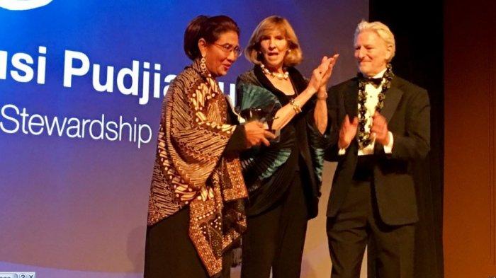 Mengejutkan Menteri Bodoh Susi, Banjir Pujian dan Raih Penghargaan Tertinggi Kelautan