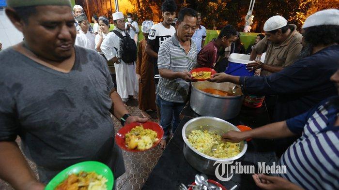 BERITA FOTO Mantap, Masjid Ghaudiyah Sajikan Nasi Briyani Khas India Untuk Berbuka Puasa
