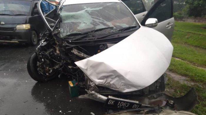 Kecelakaan Lalu Lintas  di Tebingtinggi, Pengemudi dan Penumpang Minibus Luka-luka