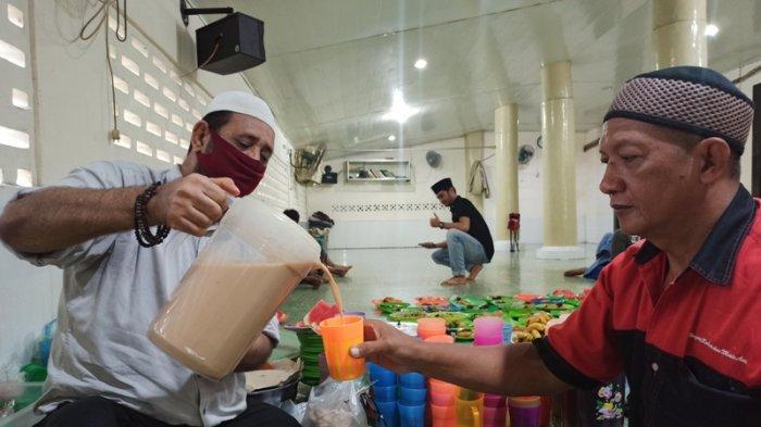 Minuman Cha Khas India, Primadona Kuliner Buka Puasa Khas Masjid Jamik Kebun Bunga