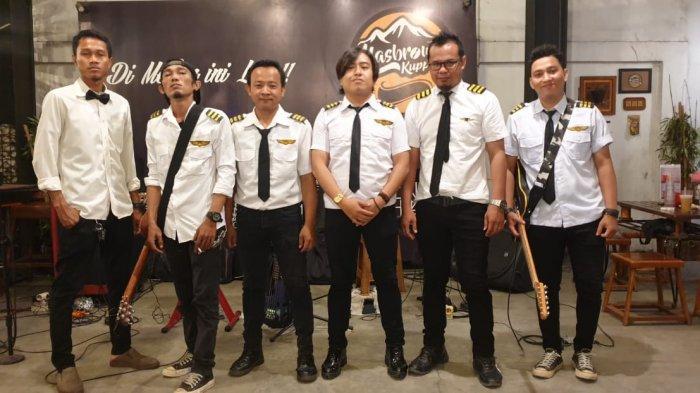 MIX Band, band yang kerap tampil di Masbrow cafe.