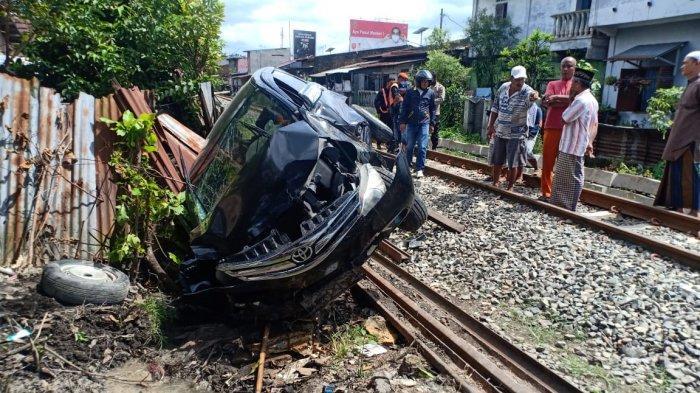 Kereta Api Sri Lelawangsa Hantam Avanza di Binjai, PNS Pengemudi Alami Luka