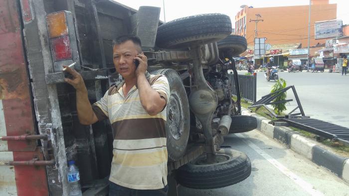 Mobil Terbalik, Jalan AH Nasution Macet