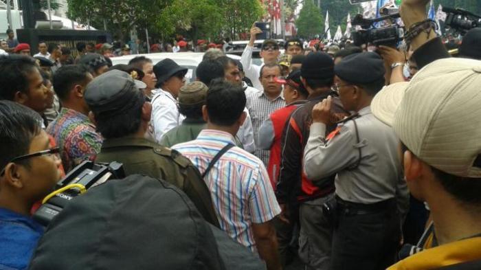 Parkir di Area Terlarang, Mobil Makanan untuk Massa Prabowo Akan Diderek
