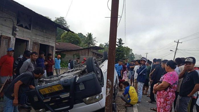 Minibus Pengangkut Pelajar Terbalik di Taput, 9 Orang Luka-luka