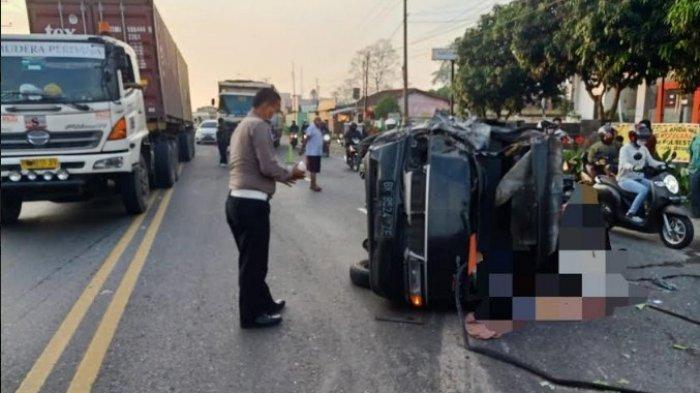 LAKALANTAS Maut di Tanjungmorawa - Pengemudi Tewas di Tempat setelah Mobil Masuk ke Jalur Berlawanan