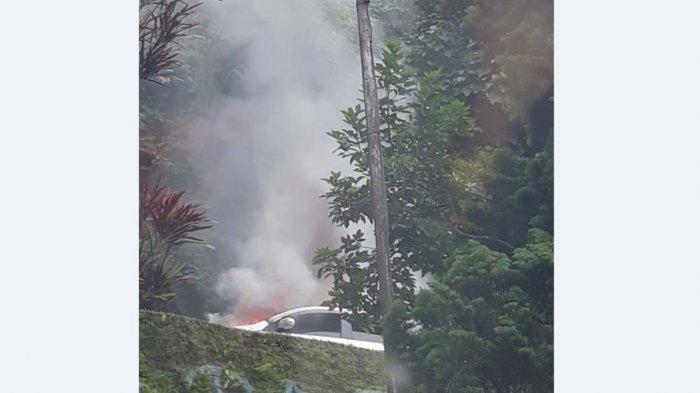 Satu Unit Mobil Terbakar, Arus Lalulintas Medan-Berastagi Macet Setengah Jam