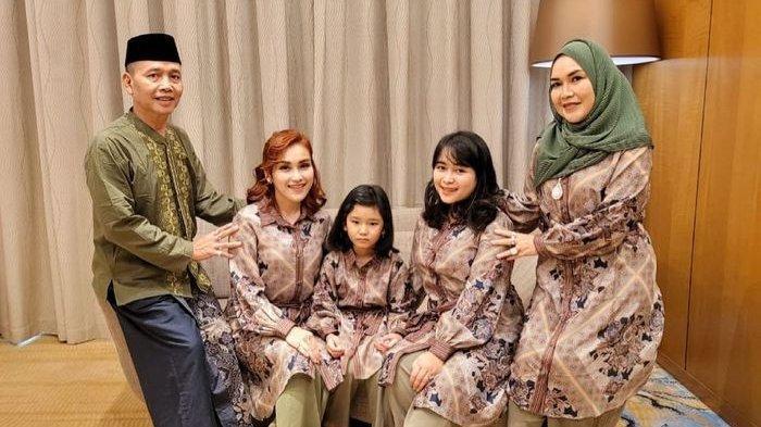 Momen Lebaran keluarga Ayu Ting Ting