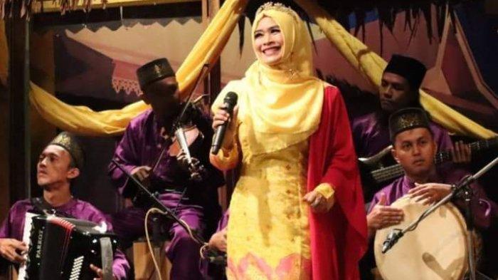 SOSOK Muharlaili, Penyanyi Asal Medan yang Tetap Eksis Bawakan Musik Tradisi Melayu