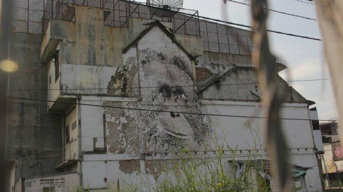 Mural Wajah Orangutan di Simpang Bundaran Majestyk