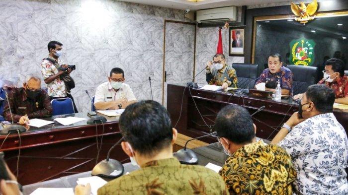 Aulia Rachman Pimpin Rapat Penyusunan Draf Perwal tentang Penerimaan Peserta Didik Baru