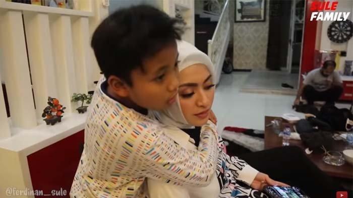 Putra Bungsu Sule Beri Hadiah Pada Nathalie Holscher, Aksinya Jadi Sorotan Hingga Buat Netizen Baper