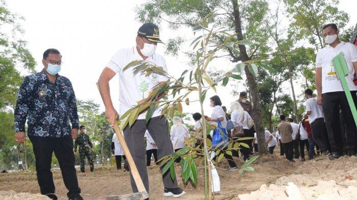 Kajati Sumut Dan Bupati Deli Serdang Meriahkan Peringatan HBA ke-61 dengan Menanam Pohon