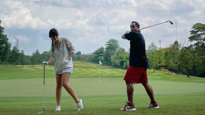 Otot Perut Artis Nia Ramadhani Jadi Sorotan Netizen, Tampak Jelas saat Main Golf Bareng Ardi Bakrie