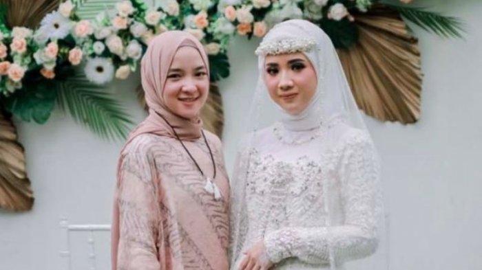 Nissa Sabyan terlihat datang ke acara pernikahan sahabatnya pada Sabtu (3/4/2021) lalu