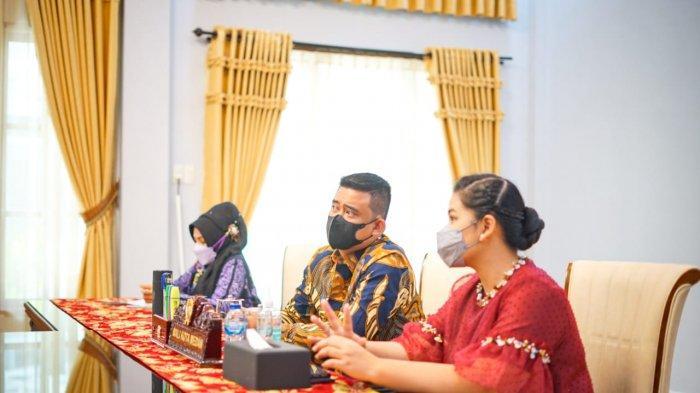 Wali Kota Medan Bersama Ketua TP PKK Kota Medan Saksikan Peluncuran RAN PAUD HI Secara Virtual