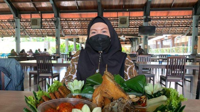 Nikmati Nasi Ambeng Khas Sunda di Lembur Kuring, Padukan Cita Rasa Seafood Dengan Bumbu Nusantara