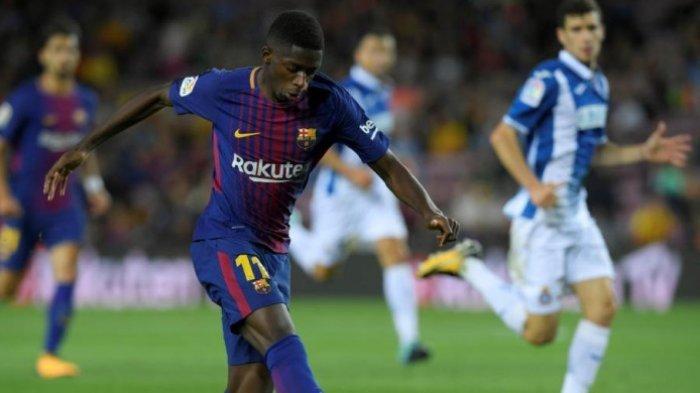Penyerang Barcelona, Ousmane Dembele, melepaskan tembakan dalam partai Liga Spanyol kontra Espanyol di Camp Nou, 9 September 2017. LLUIS GENE/AFP/BOLASPORT.COM