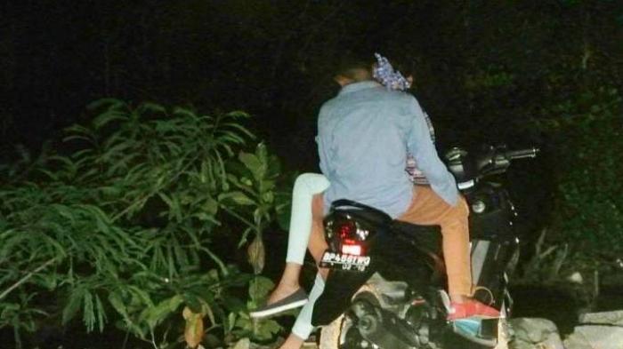 Bercinta di Semak-semak, Pasangan Kekasih Ini Kehilangan Sepeda Motor