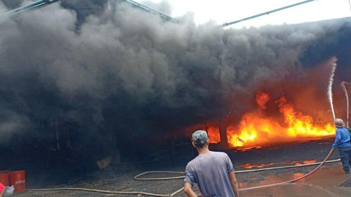 Pabrik Sarung Tangan Terbakar, Dua Karyawan PT Hamrock Dikabarkan Alami Luka Bakar