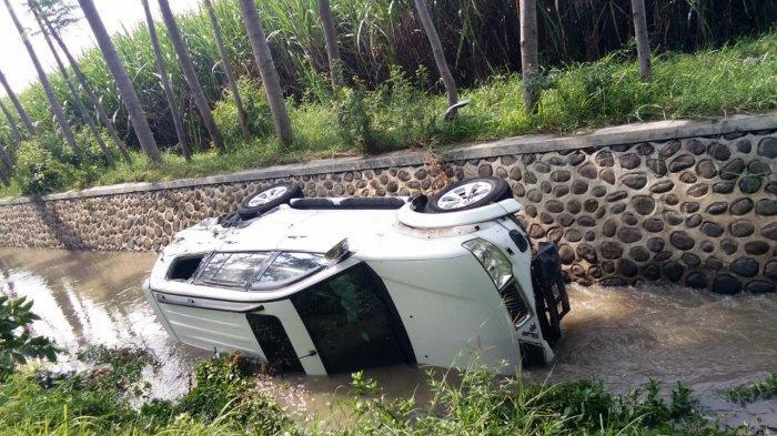 Kualat, Pajero Masuk ke Kali Setelah Serempet Pemotor dan Halangi Ambulans