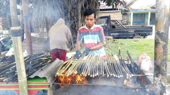 Penjual Rotan Ini Habiskan 300 Batang Selama Ramadan